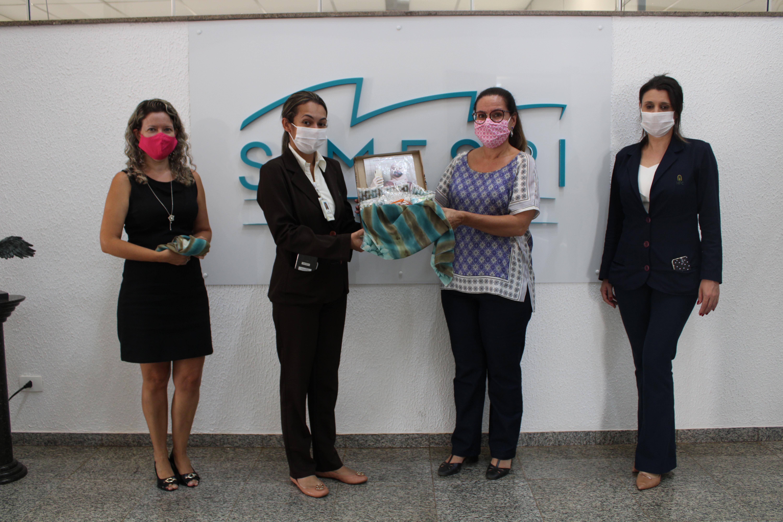 Campanha do Simespi entrega 150 lenços ao Ceon